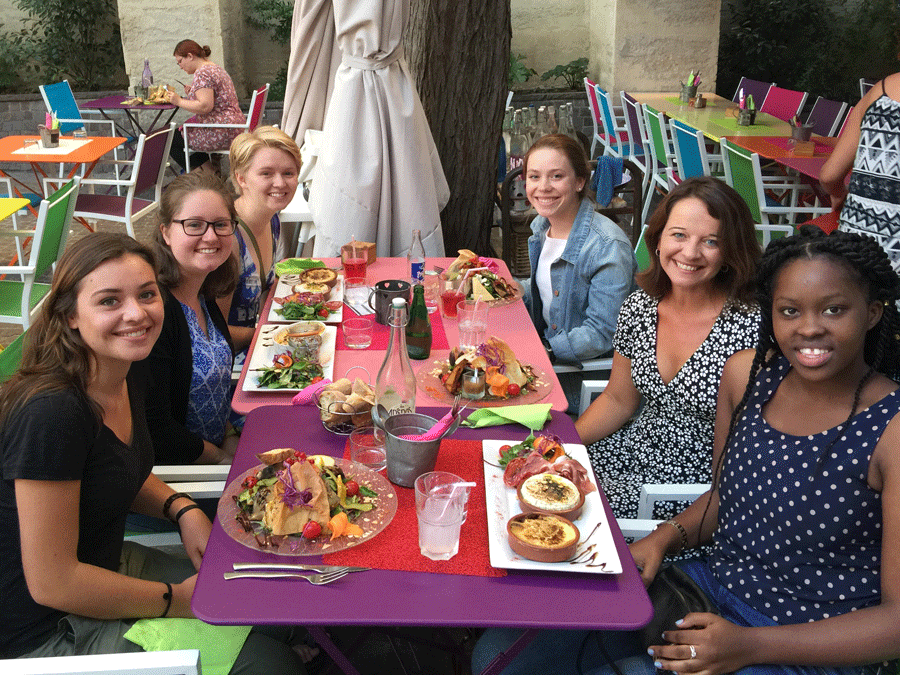 Photo of MHC students enjoying a meal with Amy Loth '94