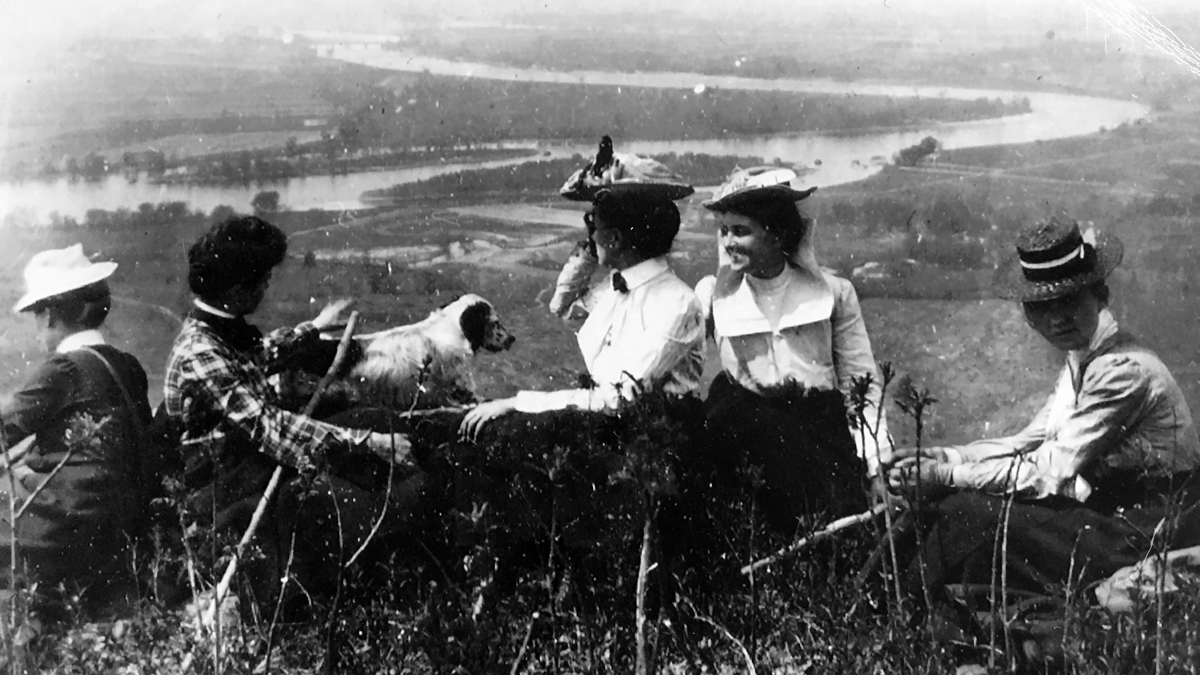 A group of students enjoying the view on Mountain Day 1903