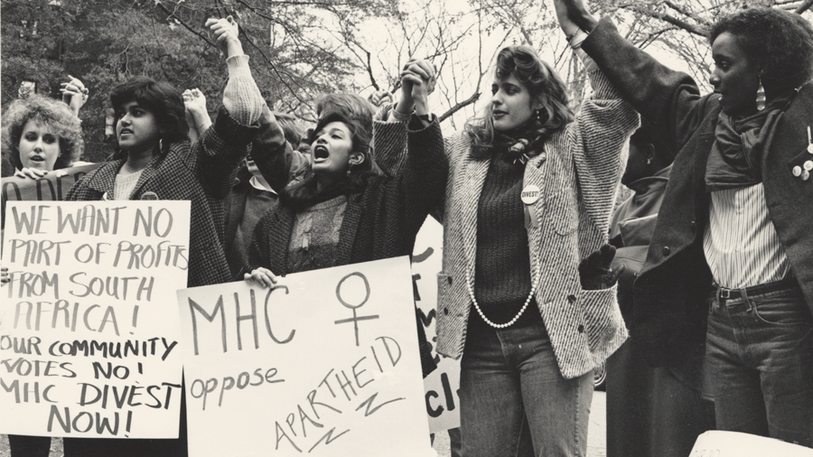 Photo of students in 1985 protesting against apartheid in South Africa