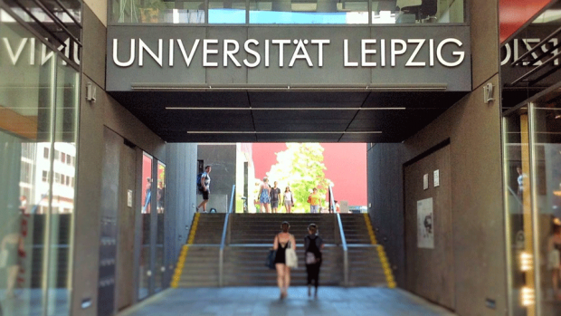 Photo of the Universität Leipzig sign