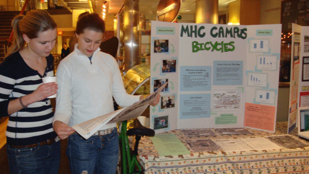 Photo of two students at the student org fair