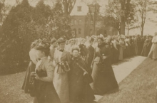 Mary E. Woolley,with her mother and students, before her Presidential Inauguration