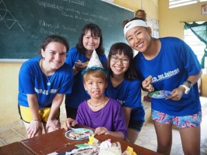 Liz Rose '18 (left) with some of her Vietnamese students.