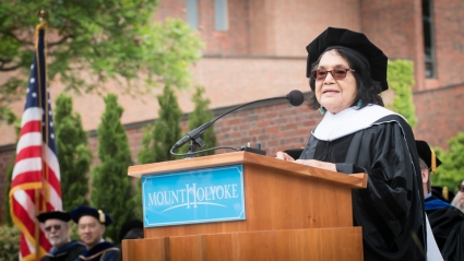 Delores Huerta giving the 2017 Commencement address